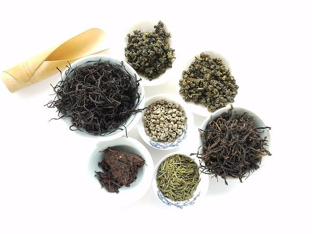 misky s čajem
