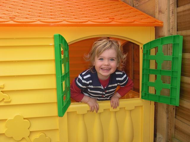 dítě v domečku.jpg